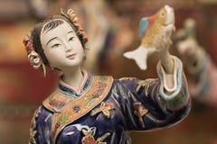 Beeldhouwwerk van een traditioneel gekleed Chinees meisje Royalty-vrije Stock Fotografie