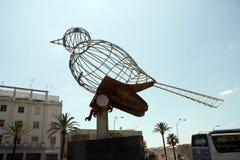 Beeldhouwwerk van een vogel op het Grondwetsvierkant, één van de belangrijkste vierkanten van Cadiz stock fotografie