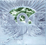 Beeldhouwwerk van een zwaan van ijs Stock Afbeeldingen
