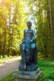 Beeldhouwwerk van Euterpe - de muse van muziek en welsprekendheid Het oude park van Silvia in Pavlovsk, Heilige Petersburg, Rusla Royalty-vrije Stock Afbeelding