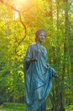 Beeldhouwwerk van Flora - de godin van de lente en bloemen, close-up Het oude park van Silvia in Pavlovsk, St. Petersburg, Ruslan stock afbeelding