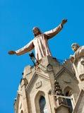Beeldhouwwerk van Jesus op emple van Sagrat-Cor in Tibidabo stock afbeelding
