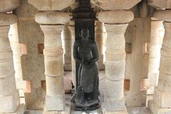 Beeldhouwwerk van Kushmandhini Devi Goddess op Vindhyagiri in Shravanabelagola Royalty-vrije Stock Foto