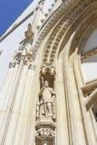 Beeldhouwwerk van St Augustine van Hippo, het westenportaal van de kerk van St Teken royalty-vrije stock fotografie