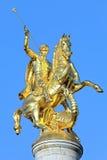 Beeldhouwwerk van St George op de bovenkant van Vrijheidsmonument in Tbilisi Stock Fotografie