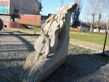 Beeldhouwwerk van steen wordt gemaakt - cello die royalty-vrije stock fotografie