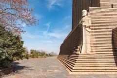 Beeldhouwwerk van Voortrekker-leider Piet Retief in Voortrekker M stock foto