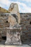 Beeldhouwwerk zonder hoofd, Baden van Scholastica, Ephesus Stock Fotografie