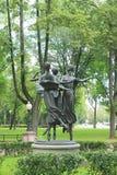 Beeldhouwwerkballerina in een park dichtbij Nationale Academische Bolshoi Stock Foto