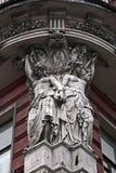 Beeldhouwwerken bij de oude bouw Royalty-vrije Stock Fotografie