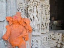 Beeldhouwwerken bij Oude tempel Stock Fotografie