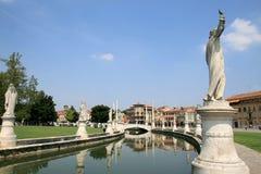 Beeldhouwwerken bij Prato della Valle in Padua, Italië royalty-vrije stock foto