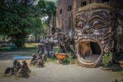 Beeldhouwwerken en cijfers van goden Boeddhisme en Hindoeïsme royalty-vrije stock afbeeldingen