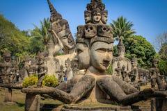 Beeldhouwwerken en cijfers van goden Boeddhisme en Hindoeïsme stock foto's