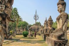 Beeldhouwwerken en cijfers van goden Boeddhisme en Hindoeïsme stock foto