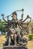 Beeldhouwwerken en cijfers van goden Boeddhisme en Hindoeïsme royalty-vrije stock fotografie
