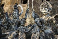 Beeldhouwwerken en cijfers van goden Boeddhisme en Hindoeïsme stock afbeeldingen