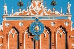 Beeldhouwwerken op de Voorgevel van het Huis van Meeëters in Riga, La Stock Fotografie