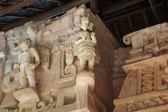 Beeldhouwwerken in ruïnes van de oude Mayan stad van Ek Balam Stock Afbeelding