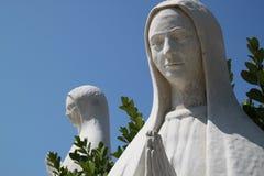 Beeldhouwwerken van het bidden van vrouwen Stock Foto's