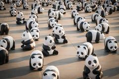 1.600 beeldhouwwerken van het panda'spapier-maché zullen in Bangkok worden tentoongesteld Stock Foto's