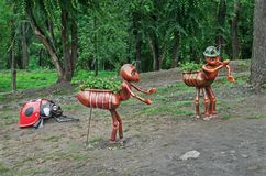 Beeldhouwwerken van insecten voor tuindecoratie royalty-vrije stock foto's