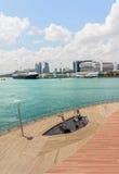 Beeldhouwwerken van Jazz Players en de Cruisecentrum van Singapore bij Haven Stock Afbeelding