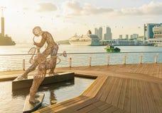 Beeldhouwwerken van Jazz Players en de Cruisecentrum van Singapore bij zonsondergang Stock Foto