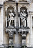 Beeldhouwwerken van Jean Goujon en Guillaume Bude in Parijs, Frankrijk Stock Fotografie