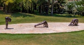 Beeldhouwwerken zonder titel door Edgard de Souza in Inhotim Openbare Eigentijdse Art Museum - Brumadinho, Minas Gerais, Brazilië stock fotografie