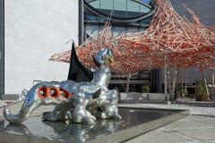 Beeldhouwwerkloch Ness Monster door Niki de Saint Phalle Stock Fotografie