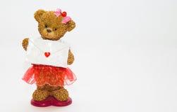 Beeldje van een beer met een envelop stock foto