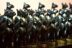 Beeldje van zwarte kat stock fotografie