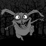Beeldverhaal eng konijn in verschrikking die in het donkere bos springen royalty-vrije illustratie