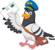 Beeldverhaal grappige duif die brief op witte achtergrond leveren Royalty-vrije Stock Foto's