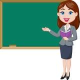 Beeldverhaal vrouwelijke leraar die zich naast een bord bevinden Stock Afbeeldingen
