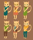 Beeldverhaalreeks leuke katten in retro stijlkleren Stock Afbeeldingen