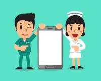 Beeldverhaalverpleger en vrouwelijke verpleegster met grote smartphone Stock Afbeeldingen