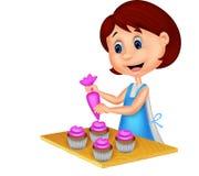 Beeldverhaalvrouw die met schort cupcakes verfraaien royalty-vrije illustratie