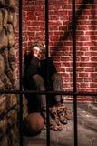 Beeltenis van gevangene in zijn cel stock afbeeldingen