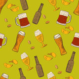 Beer hand-drawn doodle seamless pattern Royalty Free Stock Photos