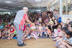 Beer-Sheva, ISRAEL - Clown plays ball with the kids- July 25, 2015 Royalty Free Stock Images