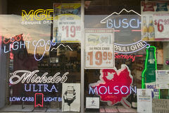 Beer signs in neon in liquor store window of Connecticut Royalty Free Stock Photos