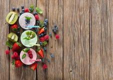 Beere Smoothies, Ansicht von oben lizenzfreies stockfoto