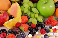 Beeren, Früchte, Vitamine und Ernährungsergänzungen stockfoto