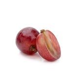 Beerenbündel der roten Traube lokalisiert auf weißem Hintergrund Stockfotos