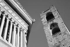 Beergamo - del av baptisteryen och Torre del Comune Royaltyfri Foto