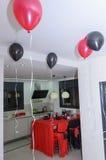 Beersheba, Izrael Maszeruje 24, pokój dla przyjęcia, w stylu kasyna z balonami i stołem szkarłata i czerni Obraz Stock