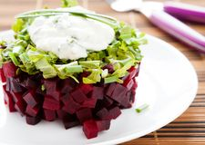 Beet salad with arugula and garlic sauce Stock Images