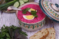 Beetroot soup - cold soup with a beet and egg submitted with par Royalty Free Stock Photo